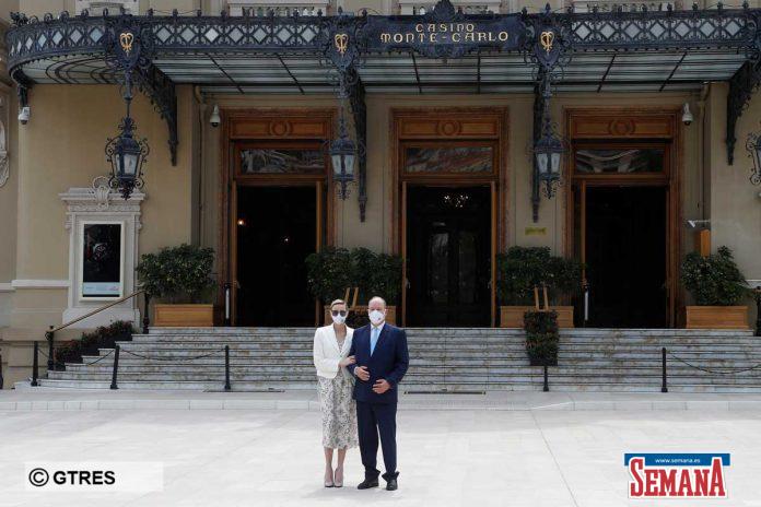 La familia real de Mónaco (con ausencias notables) reaparece altamente protegida en su regreso a la vida pública 18