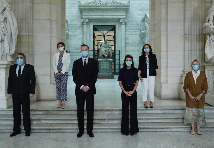 La reina Letizia, con y sin máscara, estrena nuevamente la ropa 4