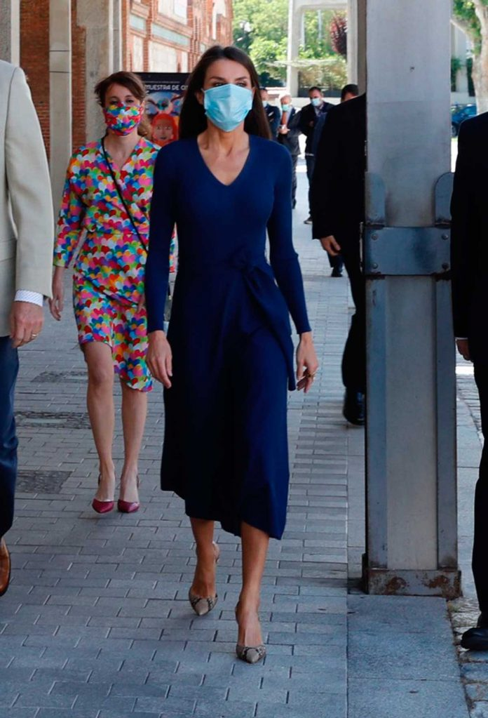 La reina Letizia estrena un vestido de punto sugerente (y barato) 4