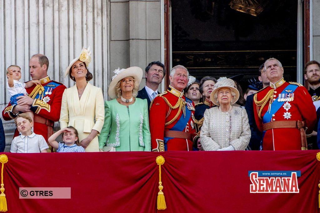 La celebración de cumpleaños más atípica de Isabel II: confinada y sin su familia 8