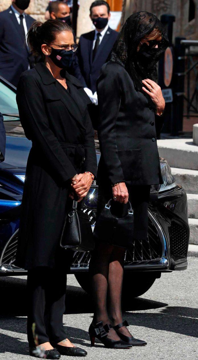 La familia real de Mónaco llora de luto en el funeral de su querido primo 8