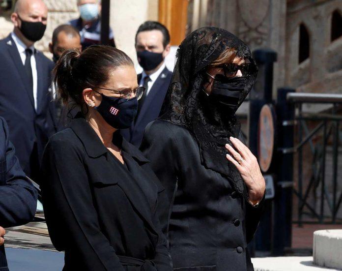 La familia real de Mónaco llora de luto en el funeral de su querido primo 10