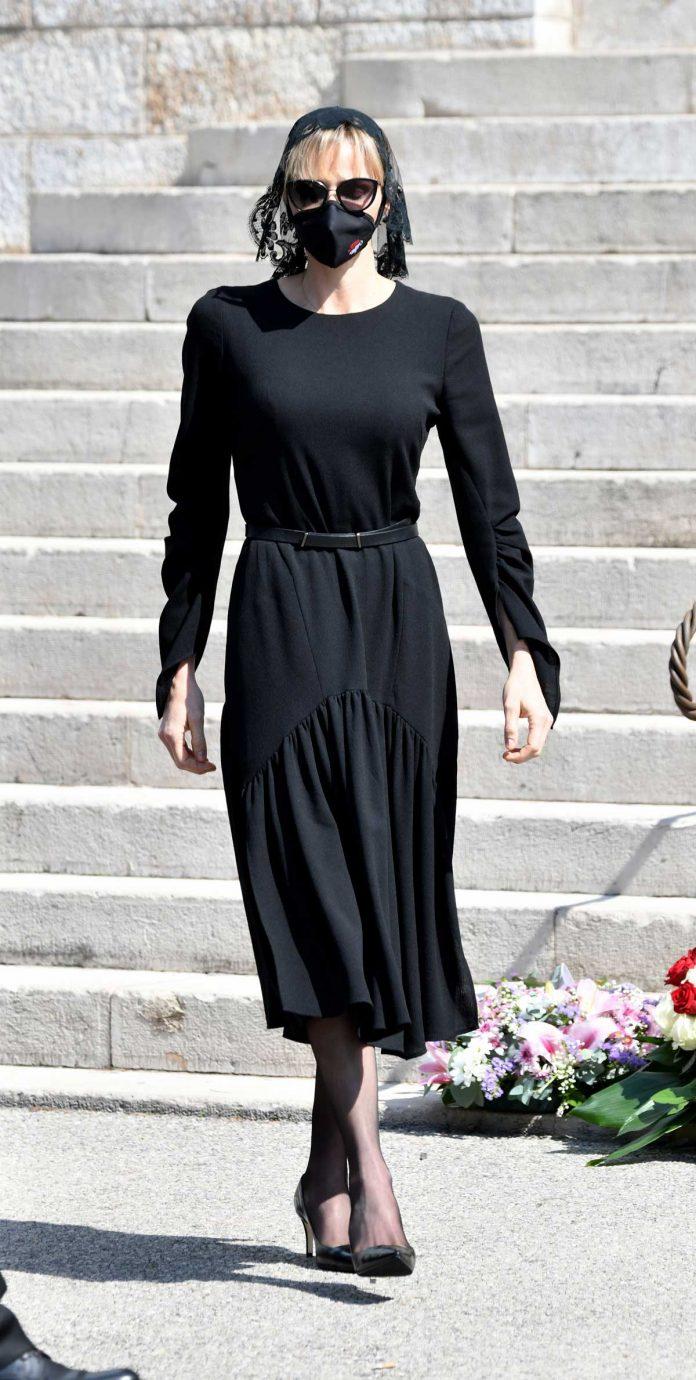 La familia real de Mónaco llora de luto en el funeral de su querido primo 14