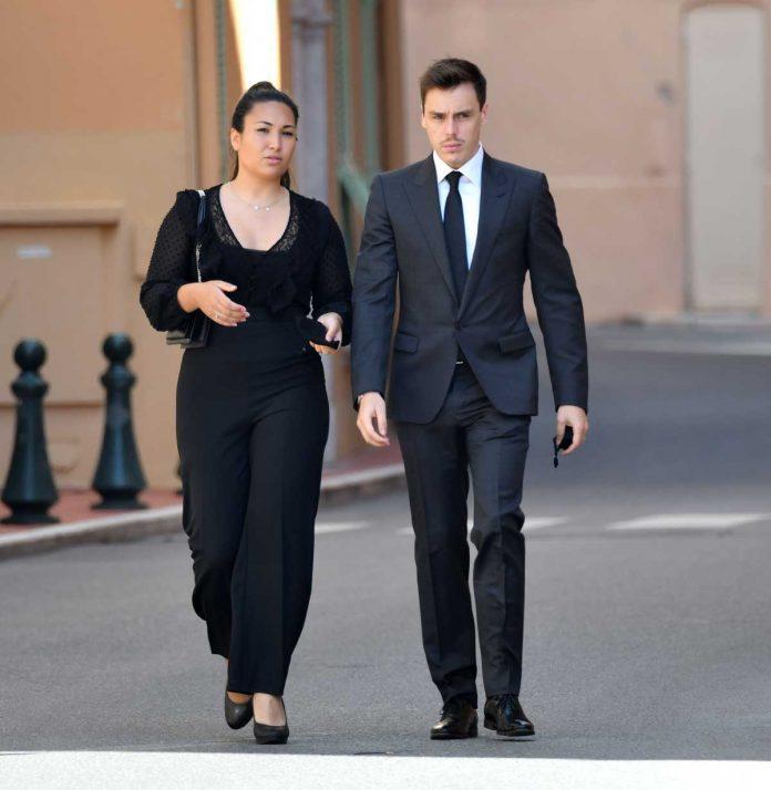 La familia real de Mónaco llora de luto en el funeral de su querido primo 20