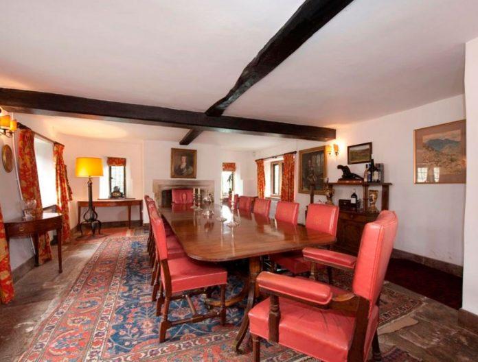 Carlos de Inglaterra y Camilla venden su 'casa embrujada' por 4 millones de euros 16