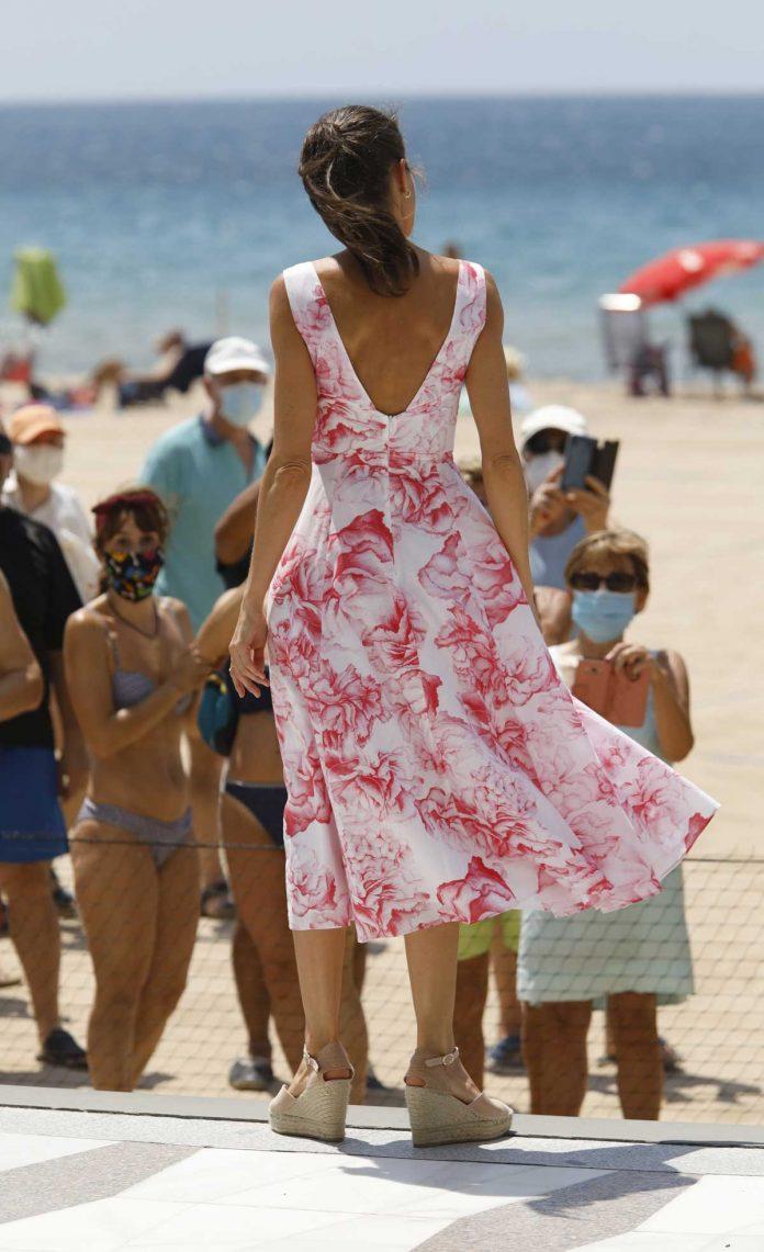 La reina Letizia recicla su vestido rosa Marivent 8