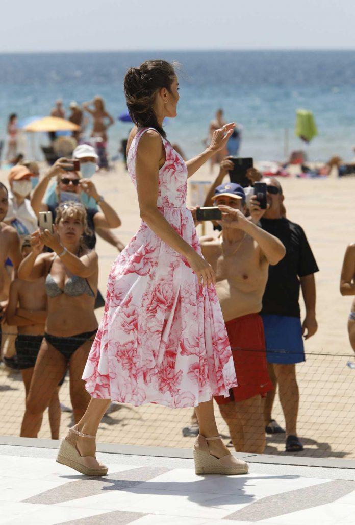 La reina Letizia recicla su vestido rosa Marivent 10