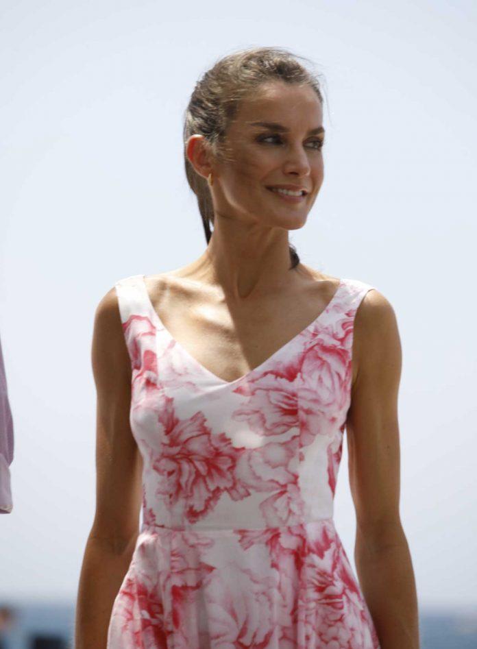 La reina Letizia recicla su vestido rosa Marivent 14