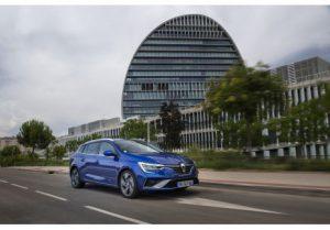 La gama E-TECH, híbrida e híbrida enchufable de Renault, ya está disponible en España. ¡Qué! 3