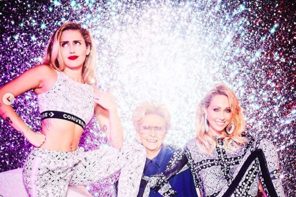 Miley Cyrus, completamente devastada tras la muerte de su abuela 1
