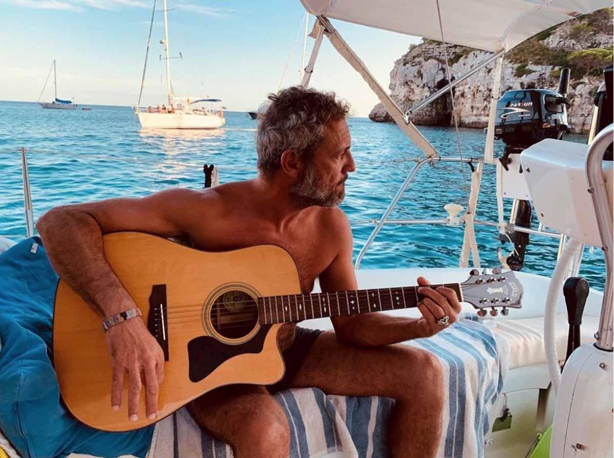 Carlos Tarque, cantante de M Clan, polémico en Instagram tras mostrar el culo 2