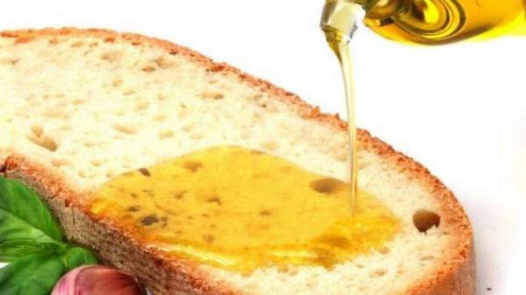 No hay placer culinario más sencillo y sabroso que el de una loncha con aceite.