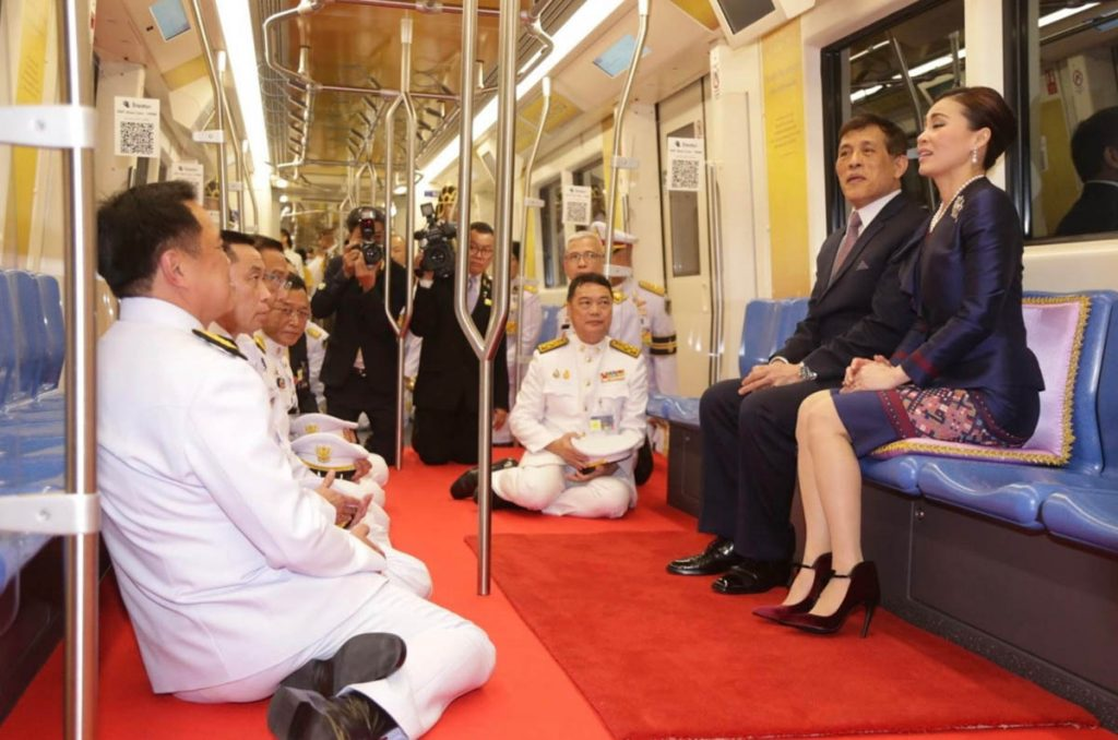La escandalosa imagen de la escolta de la reina de Tailandia que ha dado la vuelta al mundo 4