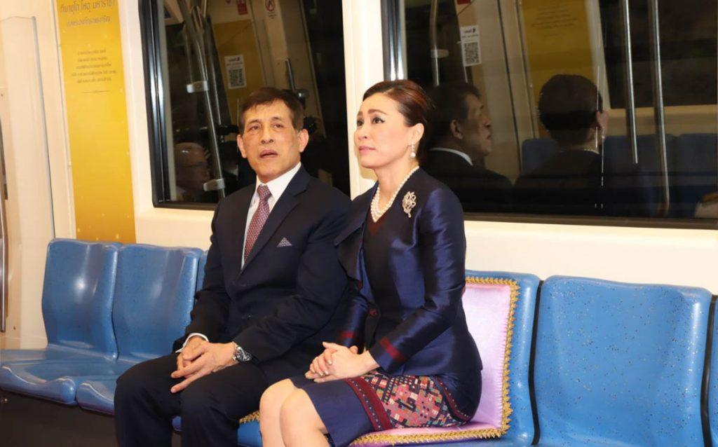 La escandalosa imagen de la escolta de la reina de Tailandia que ha dado la vuelta al mundo 2