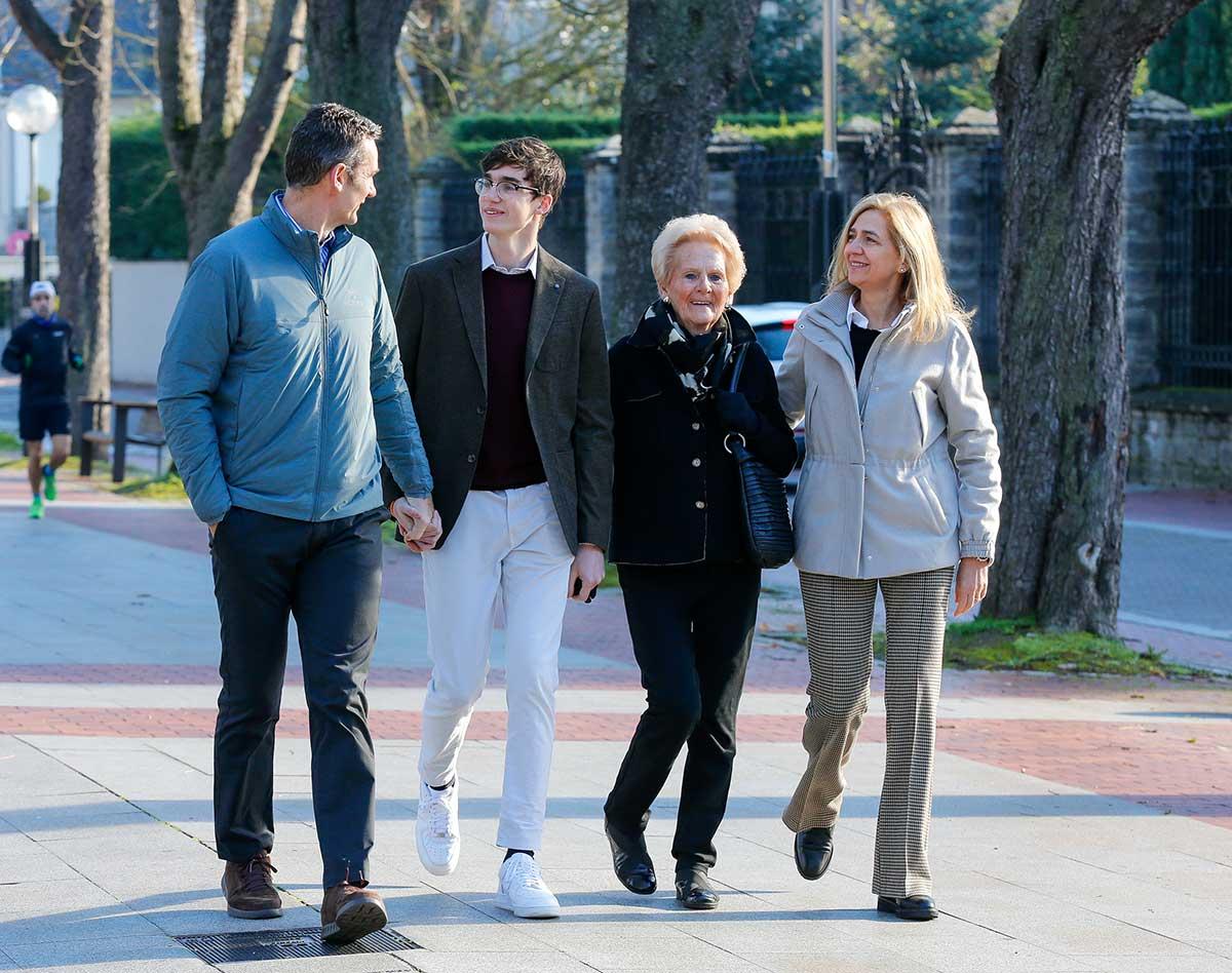 La Infanta Cristina ya está en España con sus hijos para pasar la Navidad con Urdangarin 2