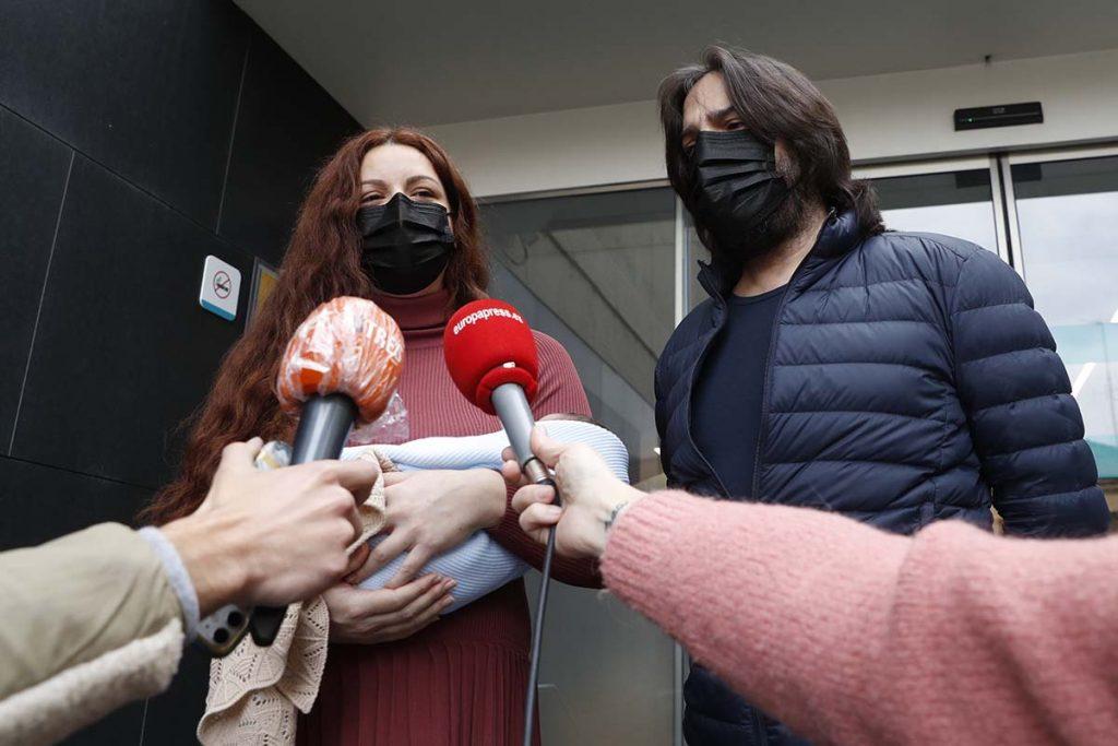 Joaquín Cortés y Mónica Moreno salen del hospital con su segundo hijo 4