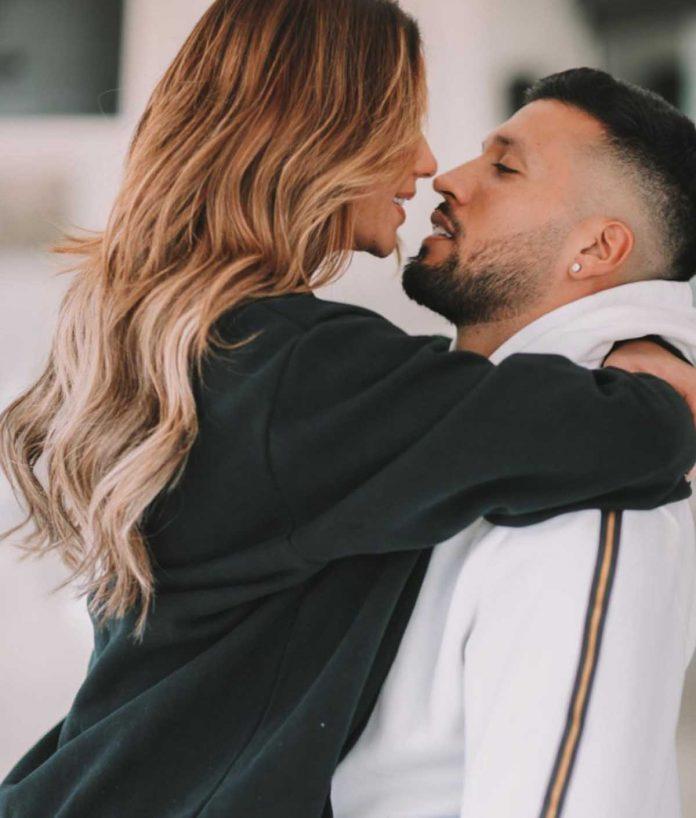 Fotos del día: El romántico beso de Chenoa y su prometido por San Valentín 14