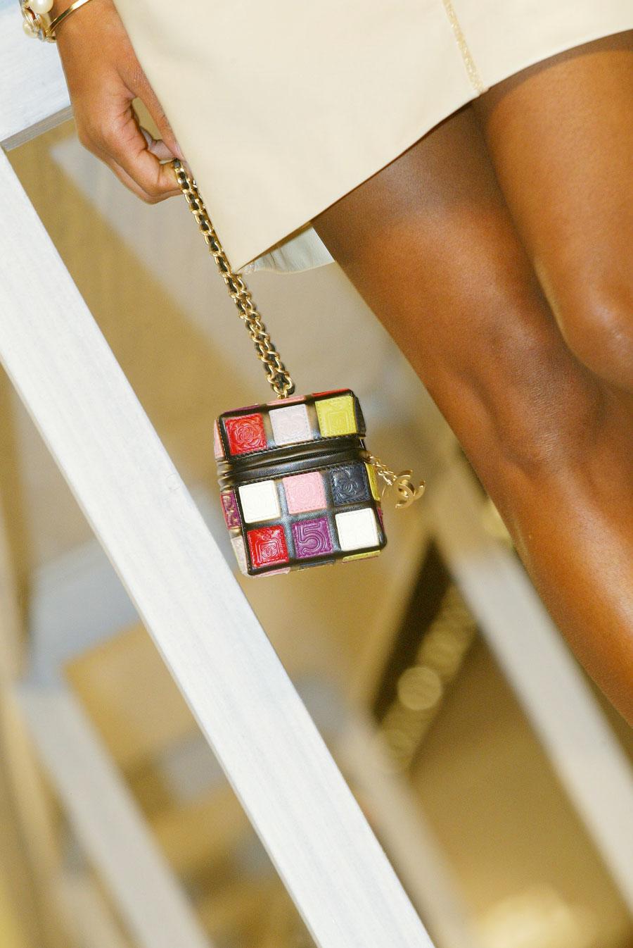 Christina Aguilera se vuelve loca con el bolso Bucket de Chanel Rubik