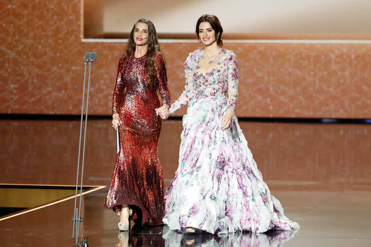 Robert de Niro, Charlize Theron y Salma Hayek se darán cita en los Premios Goya 2021 2