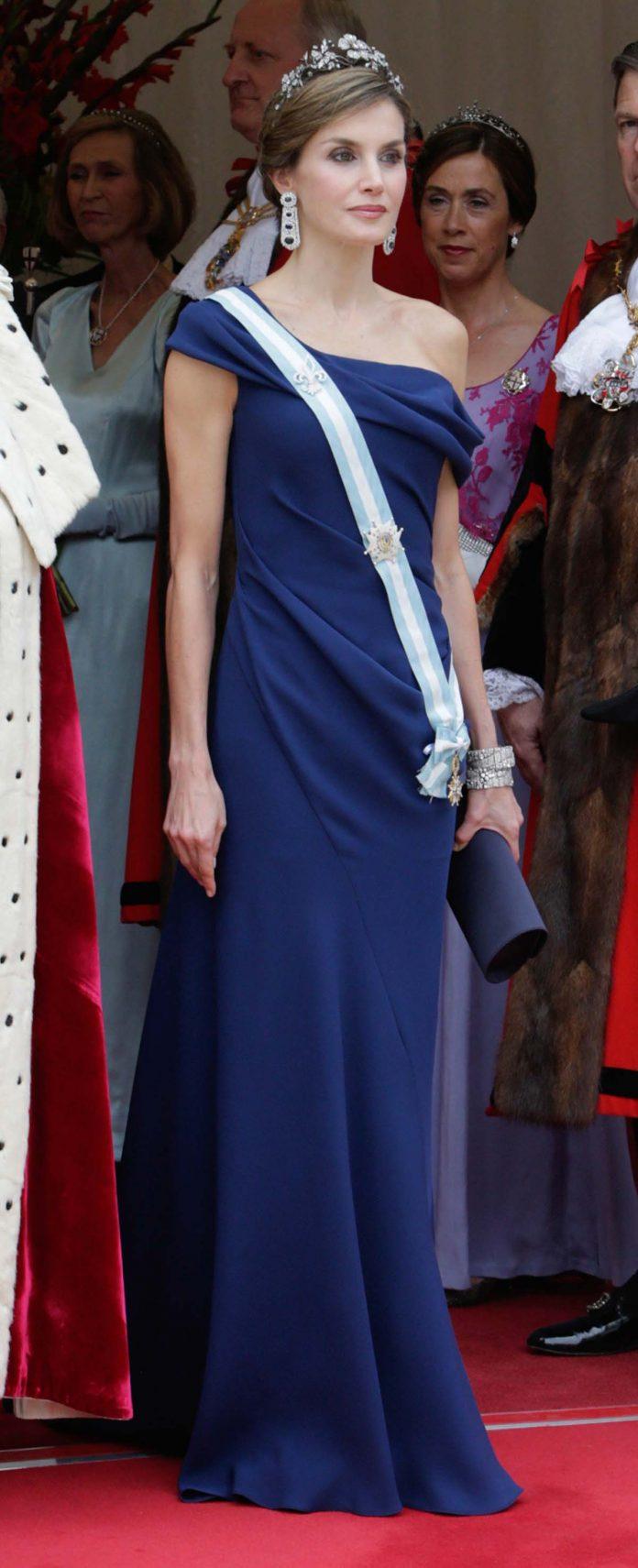 Los looks de la Reina Letizia que más han impactado en el exterior 10