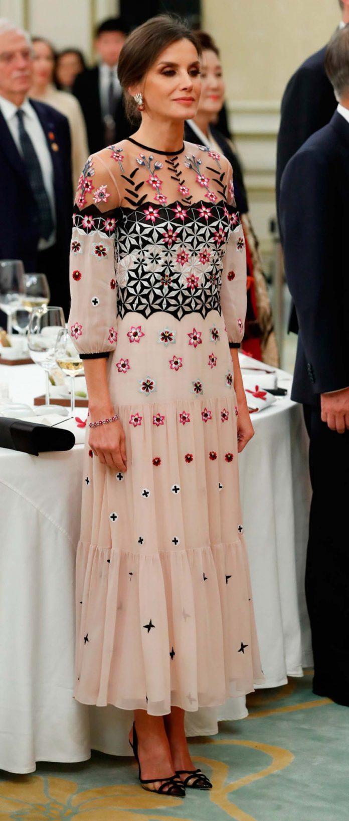 Los looks de la Reina Letizia que más han impactado en el exterior 20