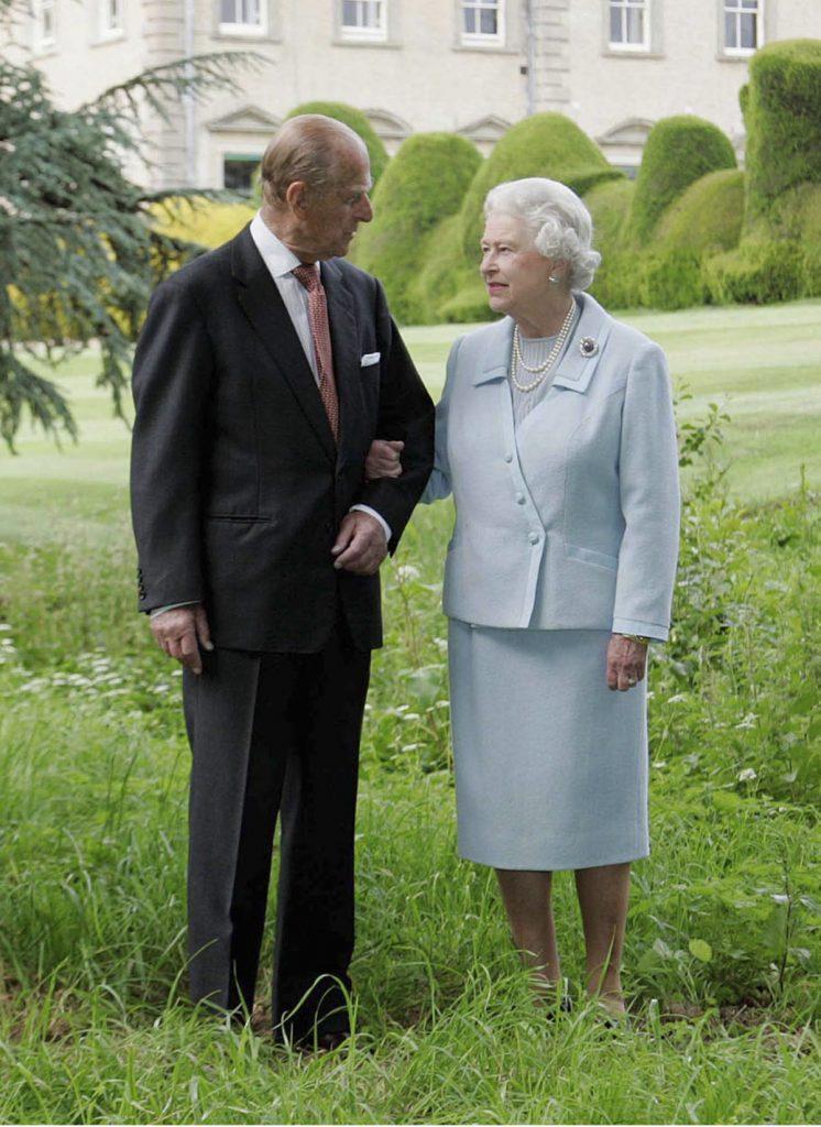 """La reina Isabel rompe su duelo: """"emocionada y agradecida"""" en este período de """"enorme tristeza"""" 2"""