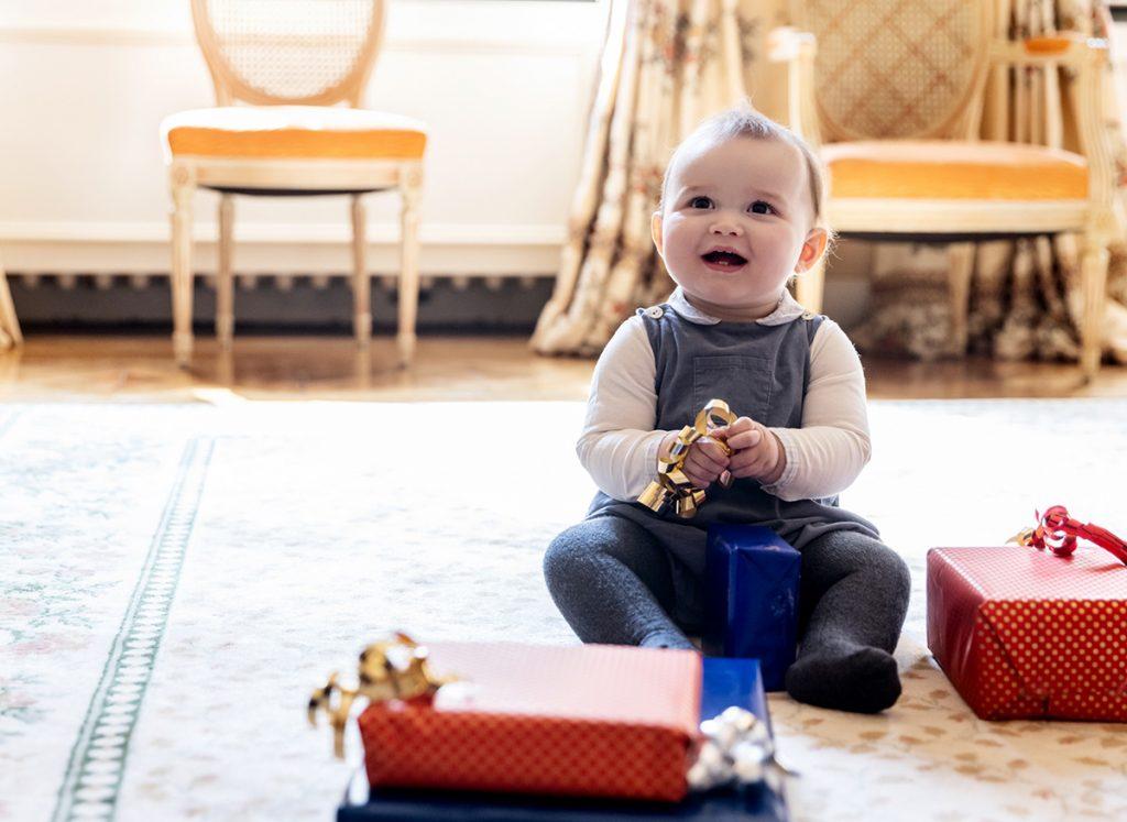 ¡Charles de Luxemburgo tiene 1 año y es adorable!: Sus nuevas fotos, su pastel, su árbol ... 2