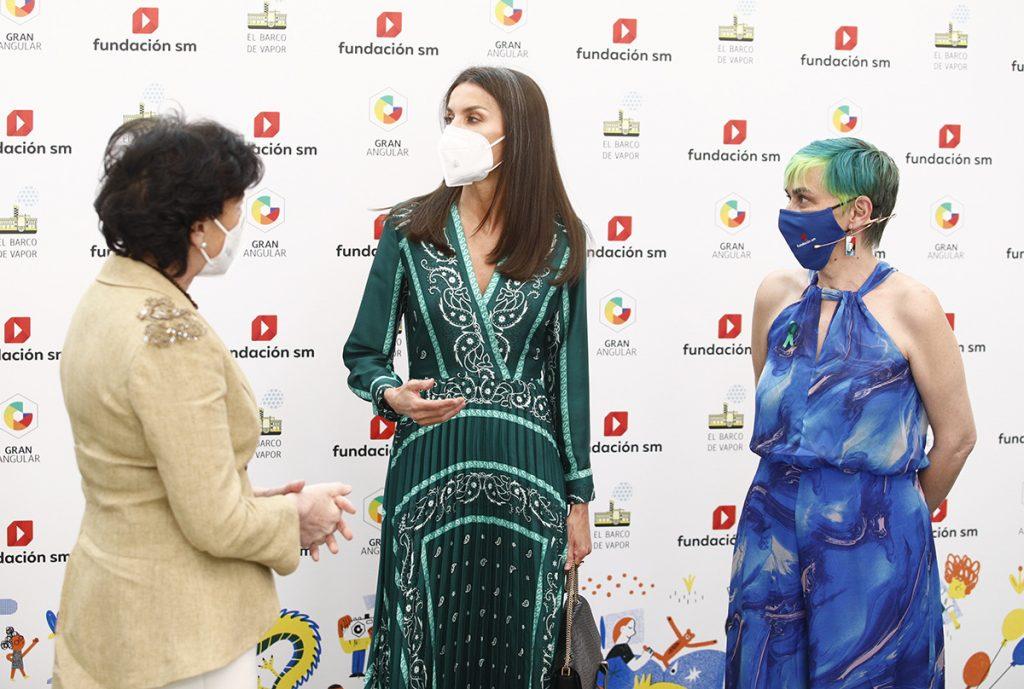 Letizia recupera el vestido que comparte con varios presentadores 8