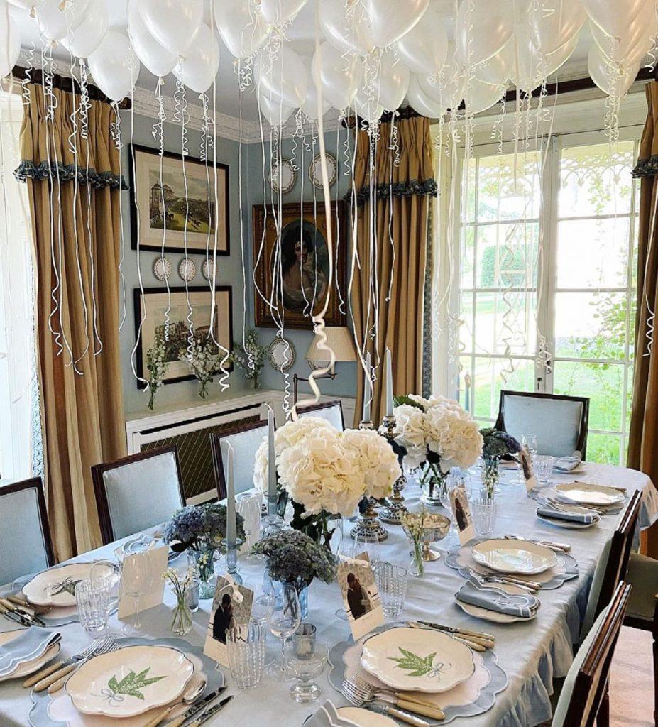 Las divertidas fotos de Philippos of Greece y el rebozo de Nina Flohr con sus amigos en una mansión inglesa 2