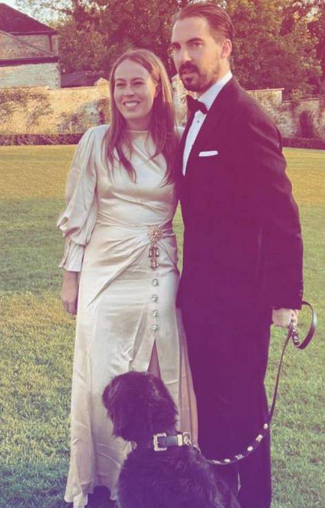Las divertidas fotos de Philippos of Greece y el rebozo de Nina Flohr con sus amigos en una mansión inglesa 4