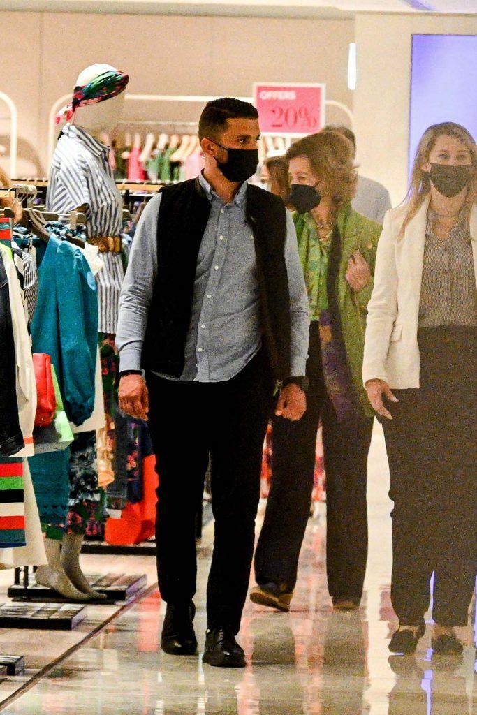 La reina Sofía no para: ahora sorprende de compras en Atenas 4