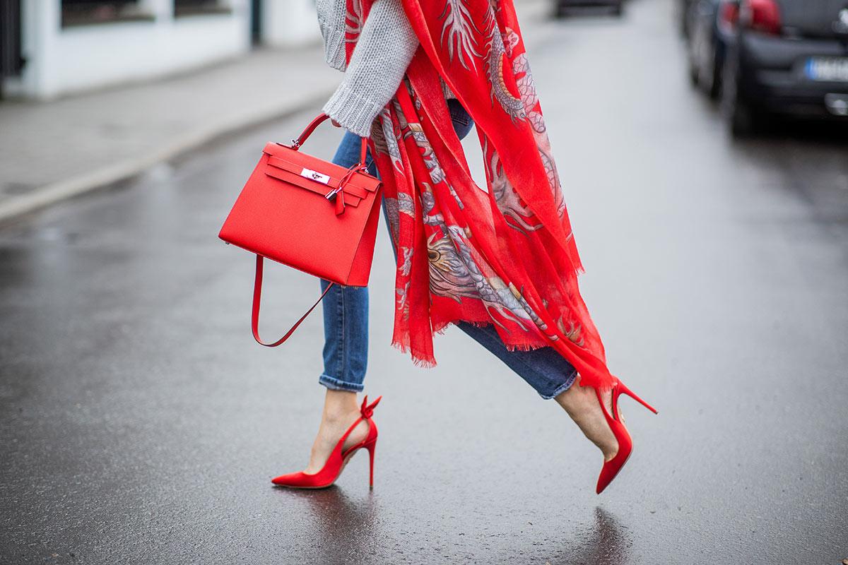 zapatos rojos porque deberías tener un par