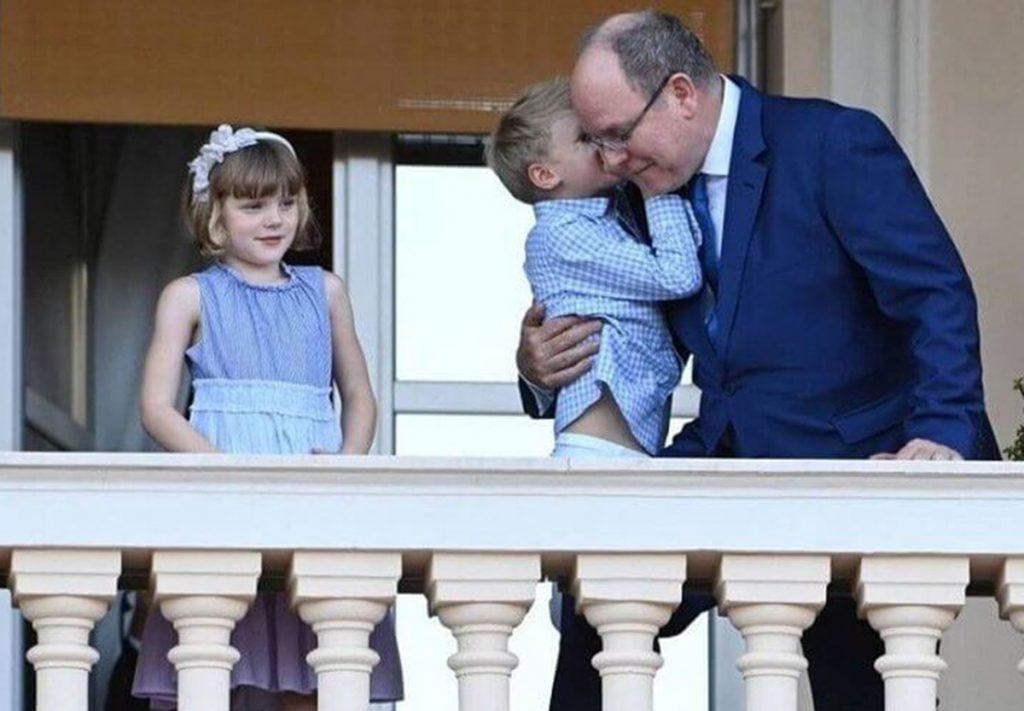 Un muy cariñoso Alberto de Mónaco celebra San Juan con sus hijos (y de nuevo sin Charlène) 2