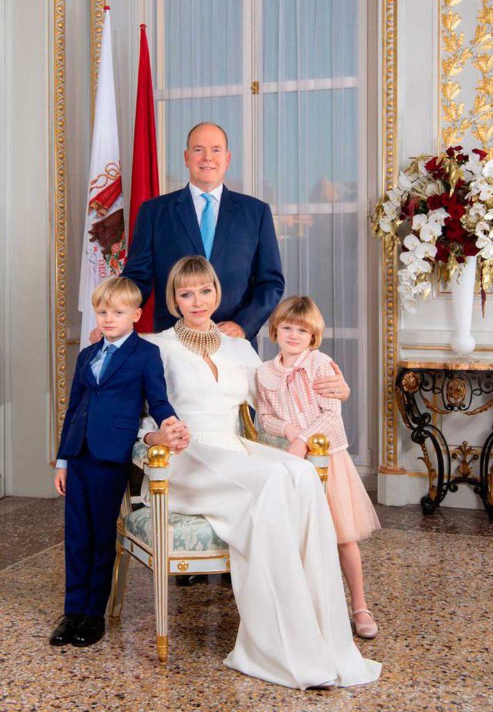Un muy cariñoso Alberto de Mónaco celebra San Juan con sus hijos (y de nuevo sin Charlène) 8