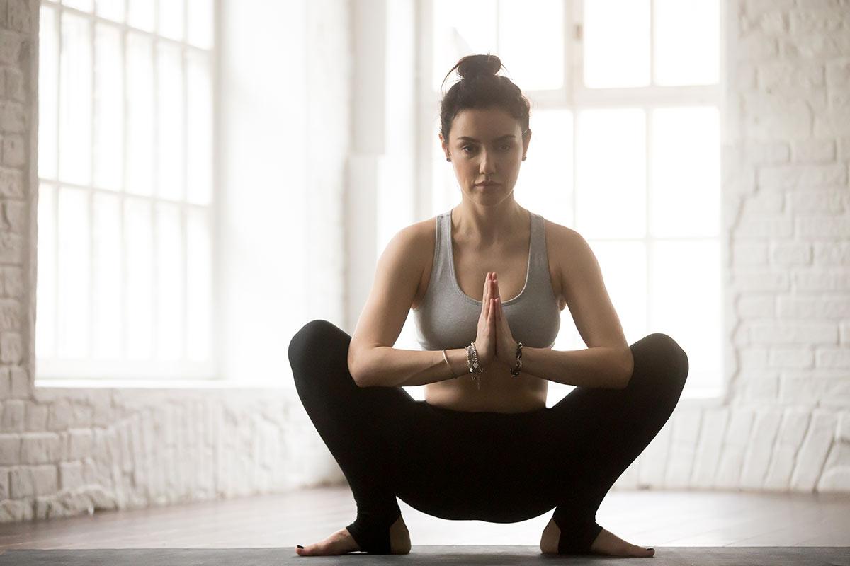 5 posturas de yoga contra la retención de líquidos y la buena circulación de las piernas