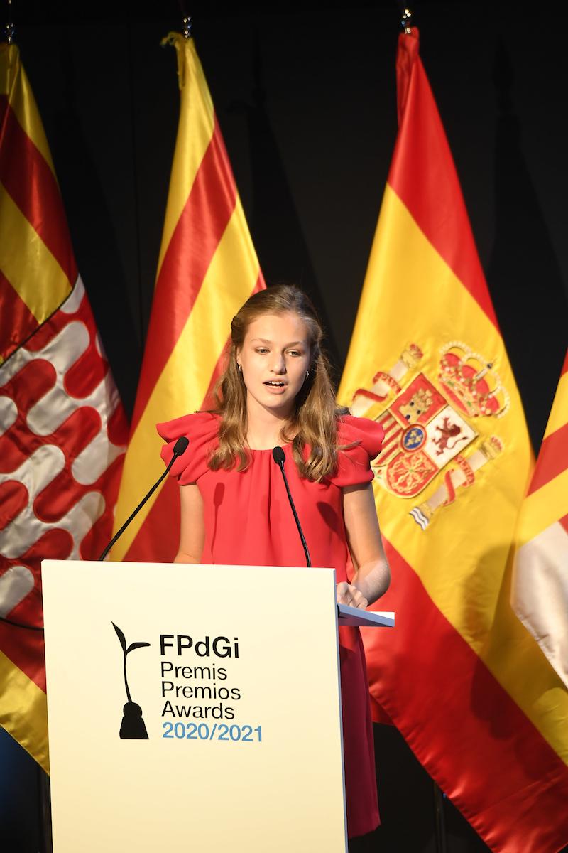 Leonor vuelve a presumir de idiomas en los Premios Princesa de Girona 2