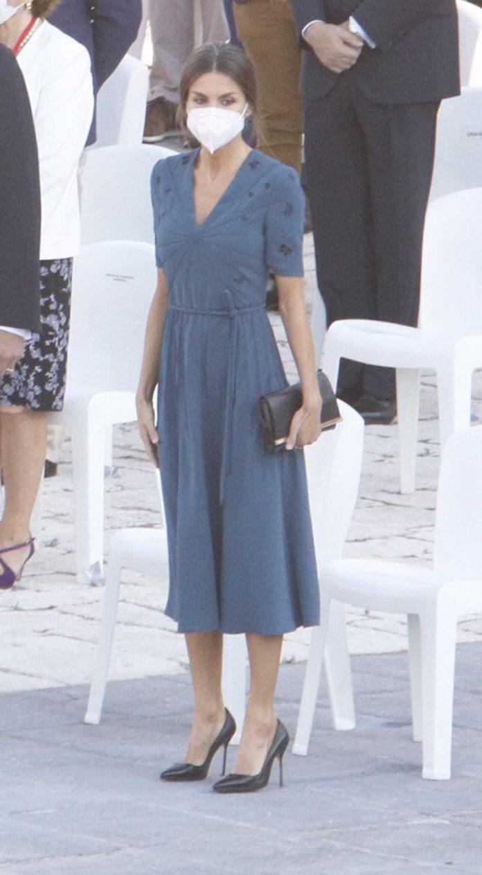 Letizia repite por quinta vez (y casi forzada) el nuevo vestido favorito en su armario 2