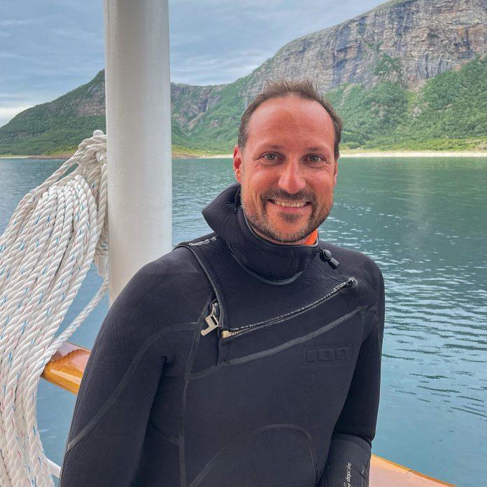 Haakon de Noruega celebra su 48 cumpleaños vistiendo traje de neopreno 2
