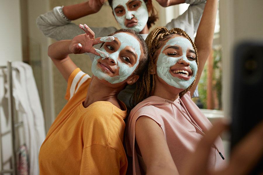 5 trucos imprescindibles para cuidar tu rostro durante el encierro (sí, todavía)