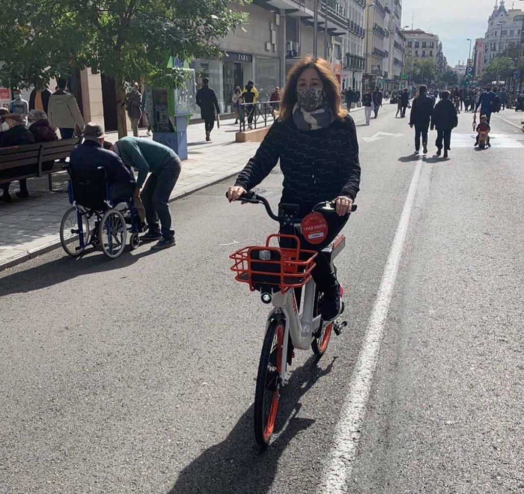 Ana Rosa Quintana disfruta de un plan sobre ruedas: en bici por Madrid 1