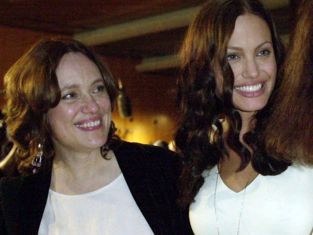 Angelina Jolie llora la muerte de su madre a través de una carta emotiva 1