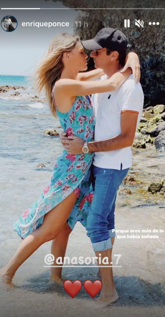 El beso de Enrique Ponce y Ana Soria que guarda un significativo guiño 1