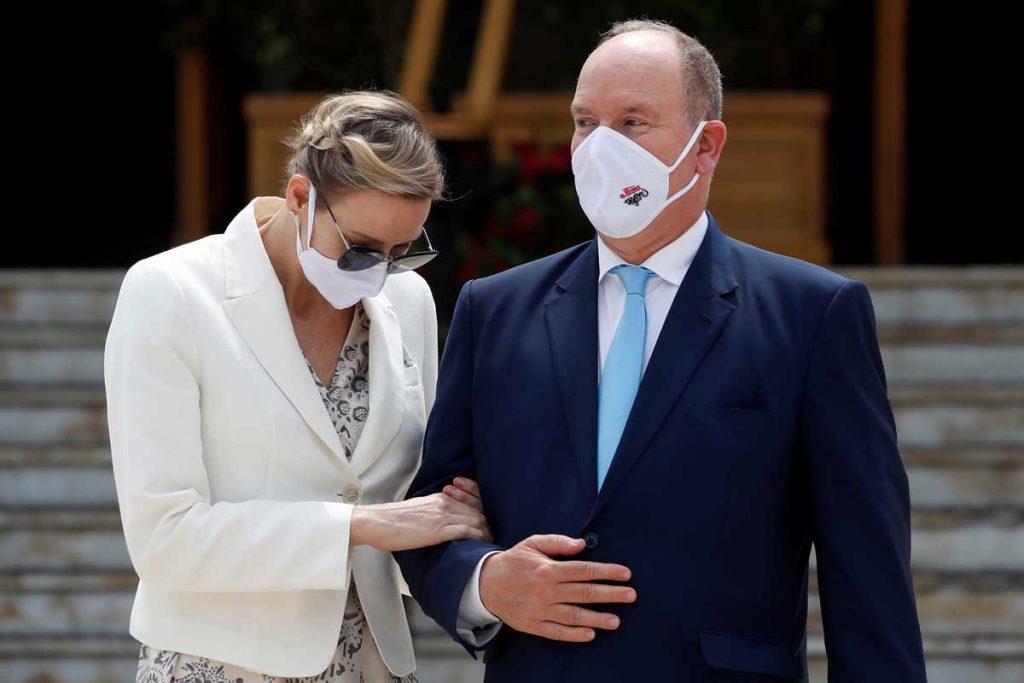 El príncipe Alberto de Mónaco, atrapado en una fiesta sin ley: sin máscaras y sin distancia 1