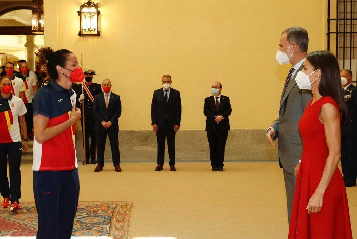 Felipe y Letizia muestran su lado más deportivo con la selección olímpica española 1