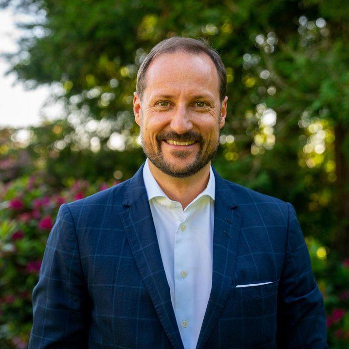 Haakon de Noruega celebra su 48 cumpleaños vistiendo traje de neopreno 1