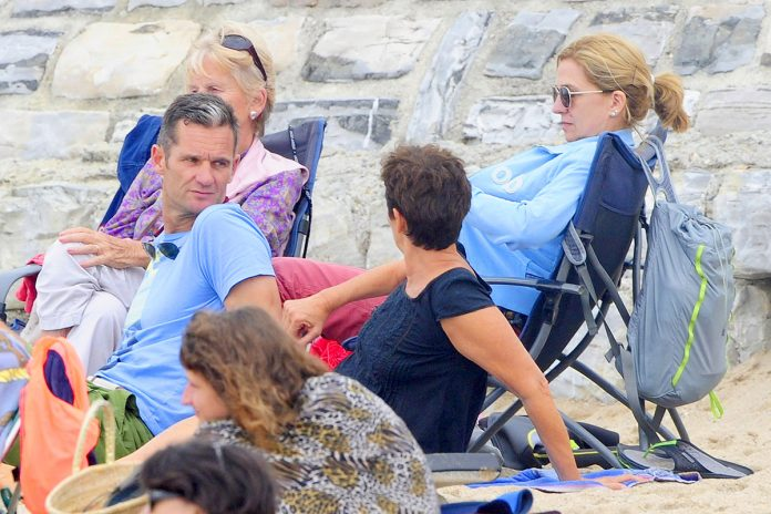 Infanta Elena, invitada sorpresa en las vacaciones familiares de Cristina e Iñaki Urdangarin en Bidart 1