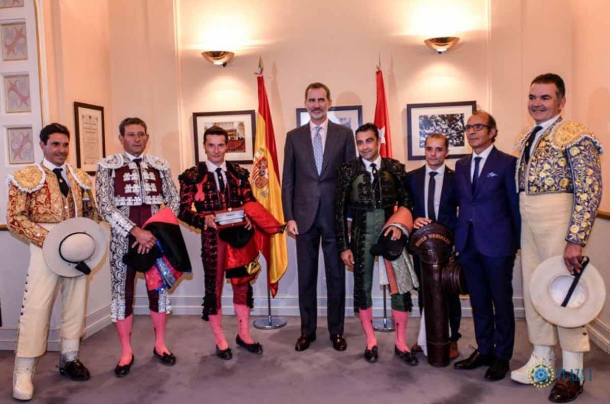 La foto del Rey Felipe VI rodeado de toreros que se ha vuelto viral 1