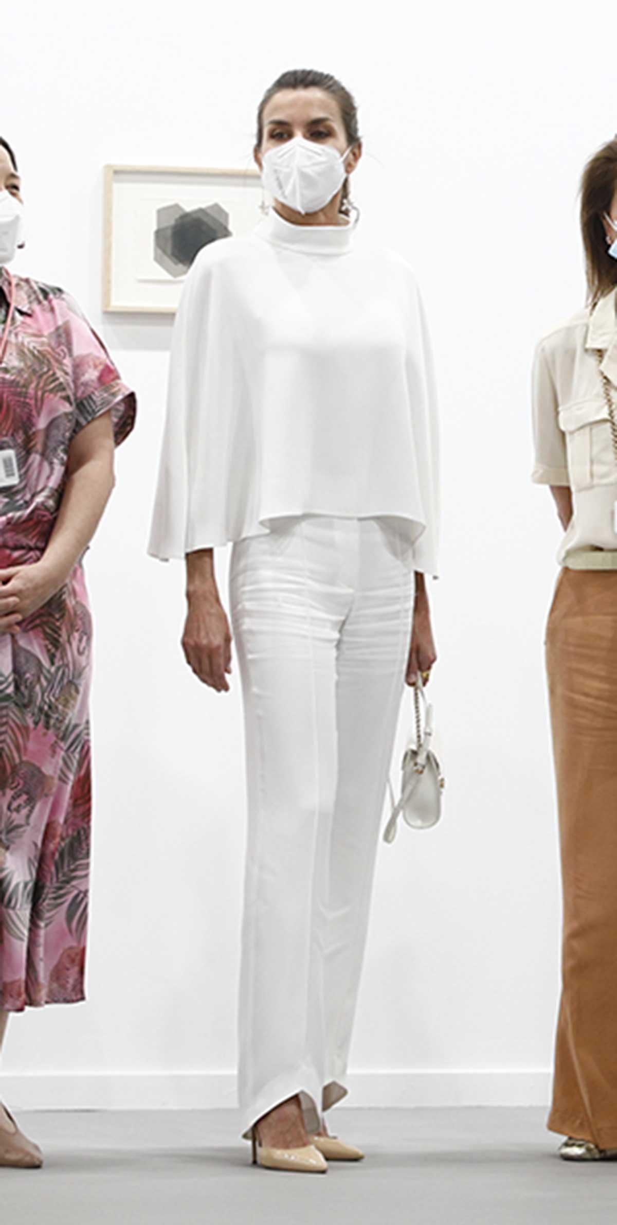 La reina Letizia arrasa de nuevo y agota su look de moda sostenible en horas 1