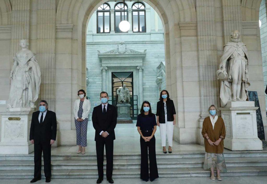 La reina Letizia, con y sin máscara, estrena nuevamente la ropa 1