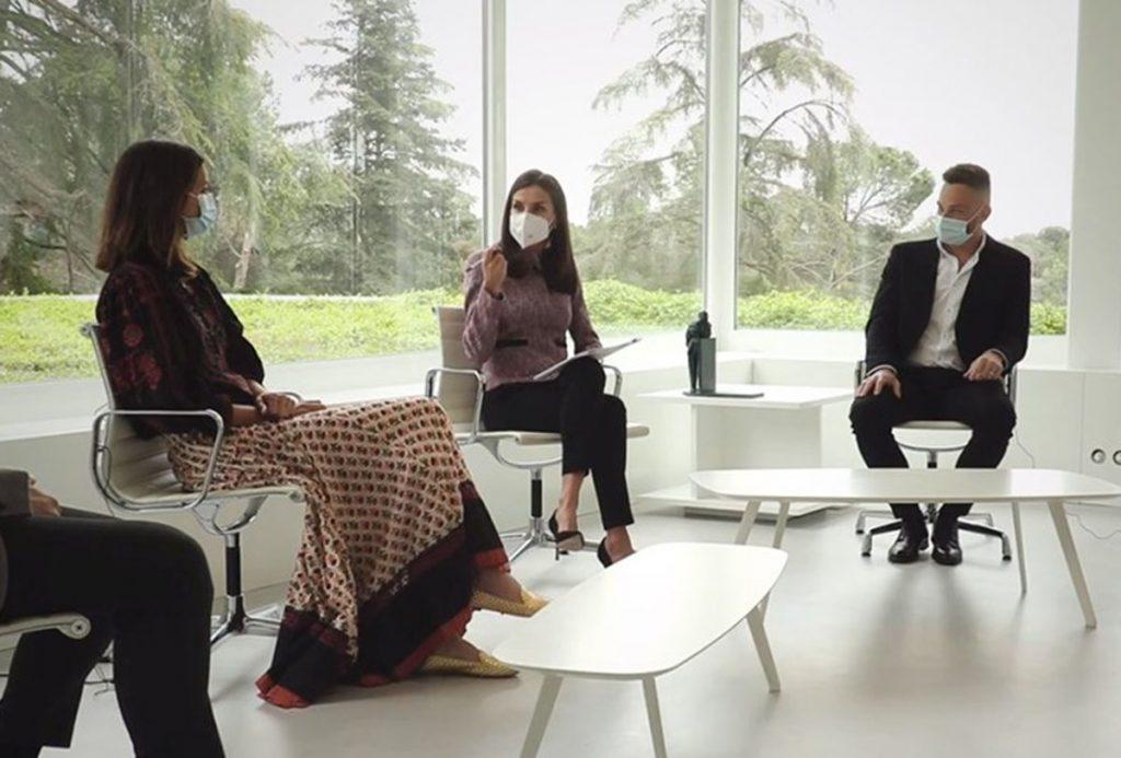 La reina Letizia se viste de 'presentadora' como en su juventud 1